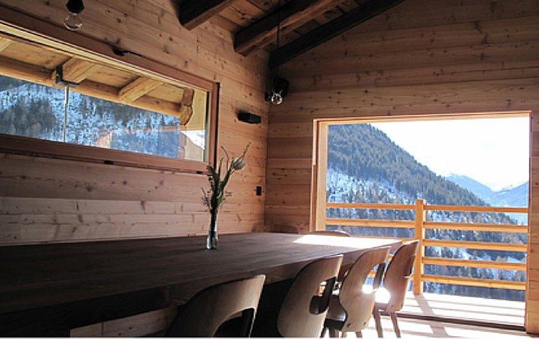 Für die Hütte wurde ein modernes Design gewählt