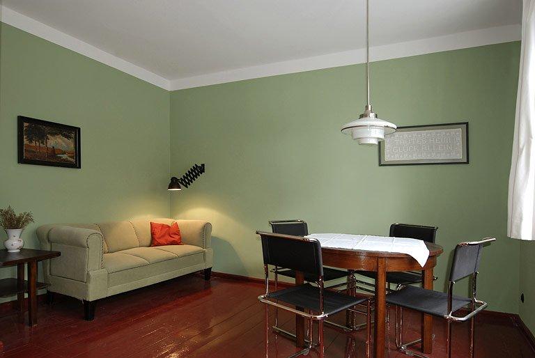 besichtigen bernachten moderner siedlungsbau tautes heim in der hufeisensiedlung berlin. Black Bedroom Furniture Sets. Home Design Ideas