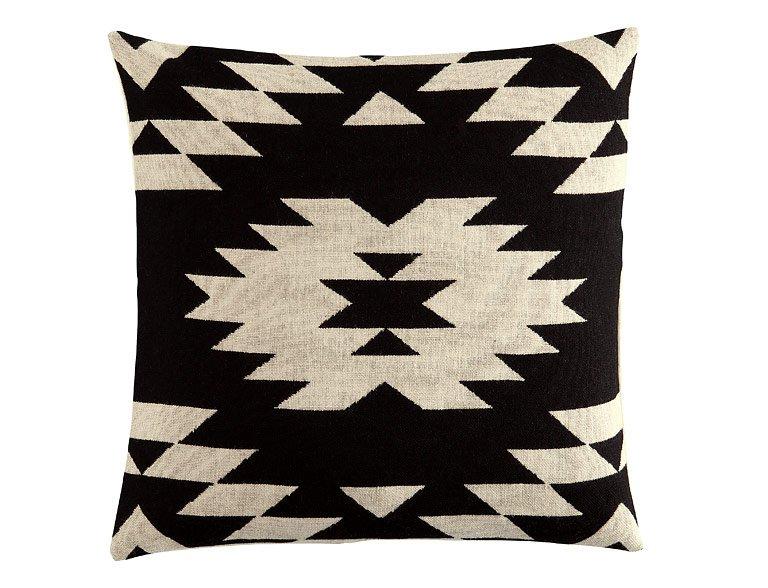gemusterter kissenbezug von h m home grafisches schwarz wei verbindet dieser kissenbezug mit. Black Bedroom Furniture Sets. Home Design Ideas