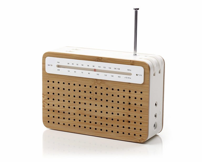 """unsere tipps zum verschenken: bambusholz-radio """"safe"""" von lexon"""
