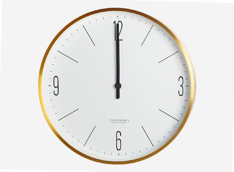 wanduhr clock couture von house doctor mit ihrem filigranen messingrahmen und der streng. Black Bedroom Furniture Sets. Home Design Ideas