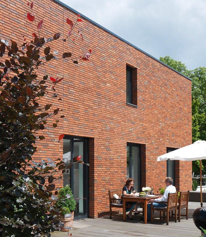 haus des jahres gro e terrasse am haus bild 7 sch ner wohnen. Black Bedroom Furniture Sets. Home Design Ideas