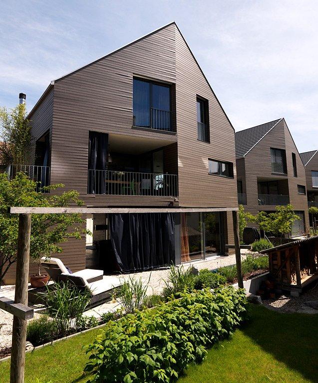 2 preis modernes wohnhaus aus holz sch ner wohnen. Black Bedroom Furniture Sets. Home Design Ideas