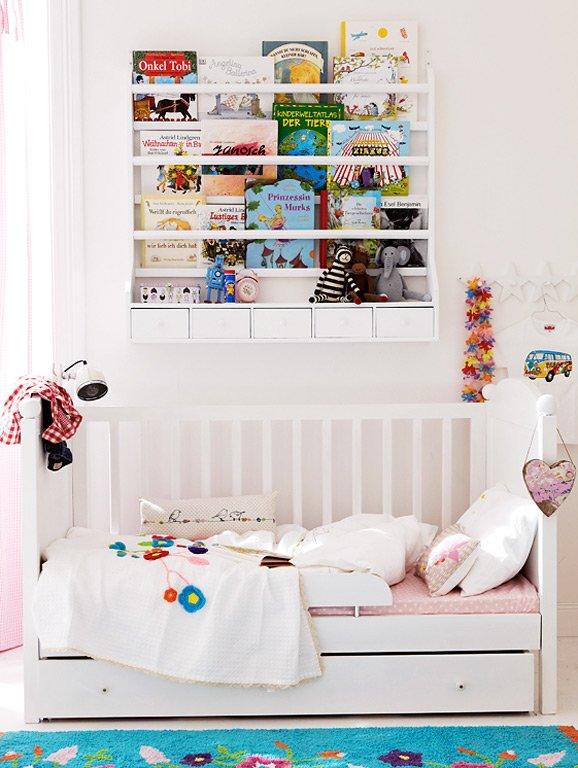 know how bilderb cher als wandschmuck in szene setzen. Black Bedroom Furniture Sets. Home Design Ideas