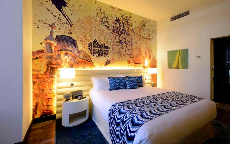 von antoni gaudi inspiriertes hotel indigo in barcelona sch ner wohnen. Black Bedroom Furniture Sets. Home Design Ideas