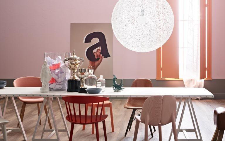 wohnen mit farben einrichten mit rot rosa und koralle. Black Bedroom Furniture Sets. Home Design Ideas
