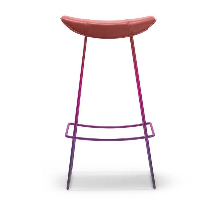 barhocker kya mit farbverlauf in beerent nen sch ner wohnen. Black Bedroom Furniture Sets. Home Design Ideas