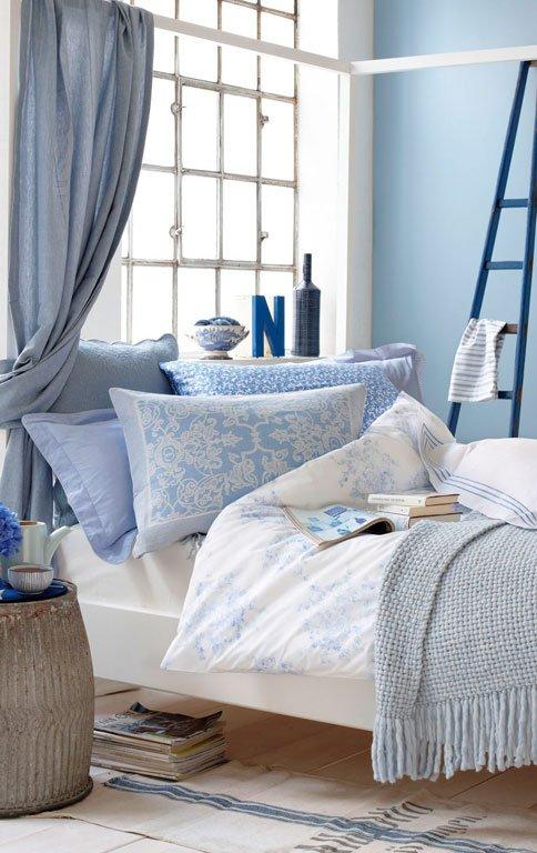 wohnen mit farben romantisches himmelblau f rs. Black Bedroom Furniture Sets. Home Design Ideas