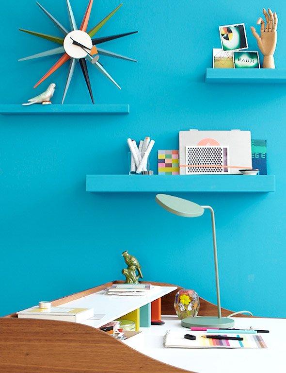 Wand und regale im einheits blau bild 5 sch ner wohnen for Aktuelle trendfarben wohnen
