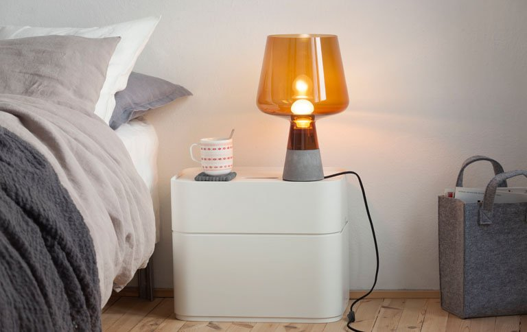 sanftes licht nachttischleuchte leimu von iittala. Black Bedroom Furniture Sets. Home Design Ideas