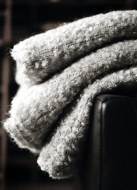 schn ppchen wolldecke stockholm von ikea schmeichelweich und seidig gl nzend ist die decke. Black Bedroom Furniture Sets. Home Design Ideas
