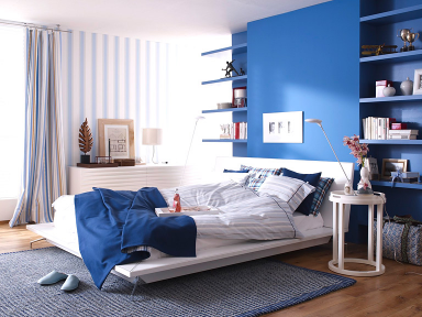 wohnen mit farben beruhigt und erdet sch ner wohnen trendfarbe ocean im schlafzimmer bild. Black Bedroom Furniture Sets. Home Design Ideas