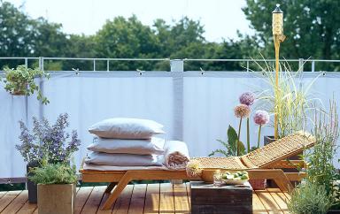 unentbehrlich ein balkonsichtschutz bild 15 sch ner wohnen. Black Bedroom Furniture Sets. Home Design Ideas