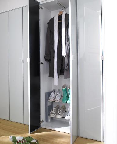 fotostrecke garderobenschrank mit stapelbarer schuhablage bild 9 sch ner wohnen. Black Bedroom Furniture Sets. Home Design Ideas
