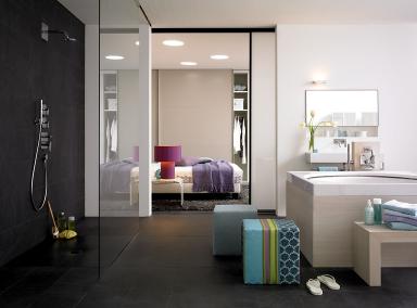 f r wellness fans entspannter luxus mit frei stehender whirlwanne bild 9 sch ner wohnen. Black Bedroom Furniture Sets. Home Design Ideas