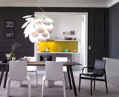mit dunkler wandfarbe streichen die besten profitipps sch ner wohnen. Black Bedroom Furniture Sets. Home Design Ideas