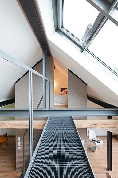 umbauen renovieren hochbett unterm dach bild 11 sch ner wohnen. Black Bedroom Furniture Sets. Home Design Ideas
