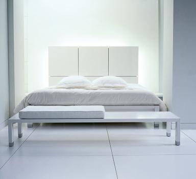 neue klassiker bett lumeo von ligne roset design peter maly bild 6 sch ner wohnen. Black Bedroom Furniture Sets. Home Design Ideas