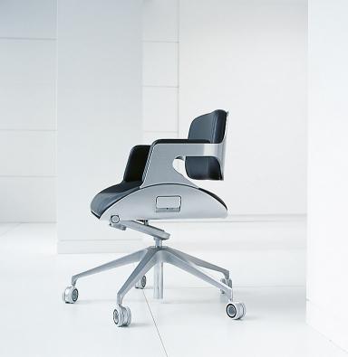 Neue klassiker drehstuhl silver von interstuhl design for Drehstuhl designklassiker