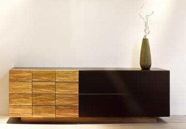 wohntrends holz und dunkles glas sideboard v montana von voglauer bild 21 sch ner wohnen. Black Bedroom Furniture Sets. Home Design Ideas