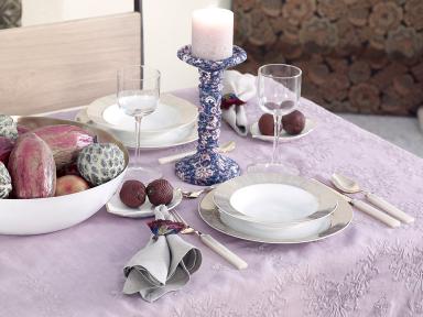 dekoration tischdecke in ros von zara home bild 3. Black Bedroom Furniture Sets. Home Design Ideas