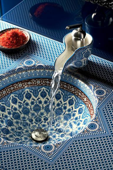 waschbecken im marokkanischen stil marrakesh von kohler. Black Bedroom Furniture Sets. Home Design Ideas