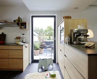m bel accessoires textilien k chenboden mit fliesen bild 10 sch ner wohnen. Black Bedroom Furniture Sets. Home Design Ideas