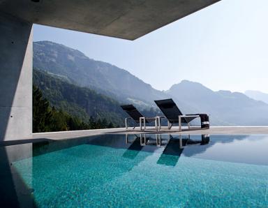 schweizer panorama pool bild 14 sch ner wohnen. Black Bedroom Furniture Sets. Home Design Ideas