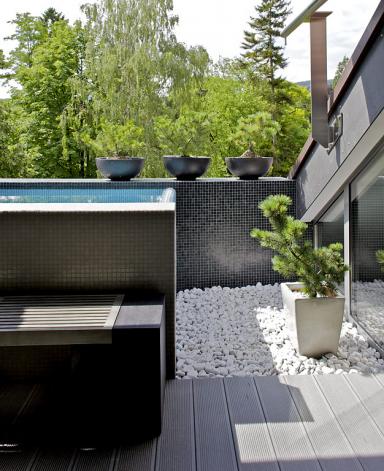 wellness unter freiem himmel outdoor whirlpool bild 11 sch ner wohnen. Black Bedroom Furniture Sets. Home Design Ideas