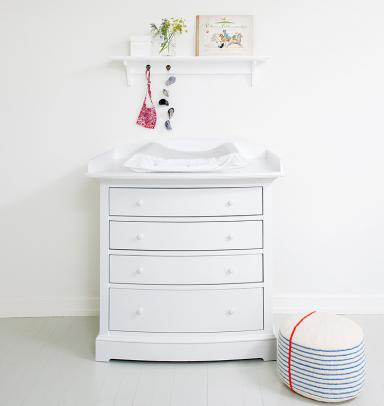 fotostrecke wickelkommode in schlichtem wei bild 11. Black Bedroom Furniture Sets. Home Design Ideas