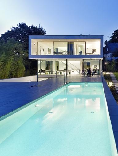 architektenh user puristische villa in hanglage sch ner wohnen. Black Bedroom Furniture Sets. Home Design Ideas