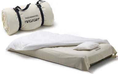g stebetten zum klappen rollen und aufblasen reisebett taschenhotel von magazin sch ner wohnen. Black Bedroom Furniture Sets. Home Design Ideas