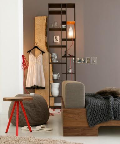 ton in ton graubraun mit nussbaum und naturt nen die graue wand 4 sch ner wohnen. Black Bedroom Furniture Sets. Home Design Ideas