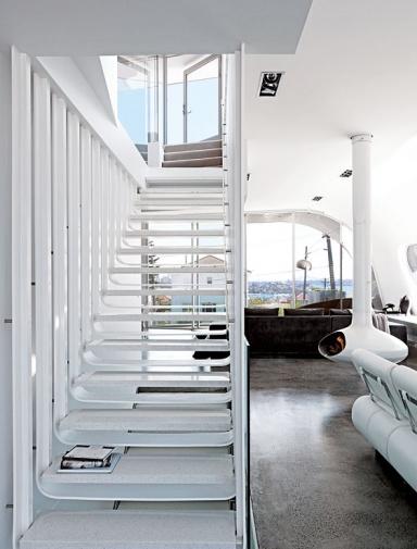 architektenh user wei e treppe zum dachgeschoss bild 8. Black Bedroom Furniture Sets. Home Design Ideas