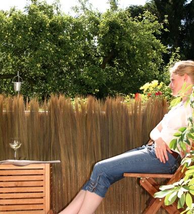 outdoor nat rlich verspielte balkonverkleidung farnmatten california bild 9 sch ner wohnen. Black Bedroom Furniture Sets. Home Design Ideas