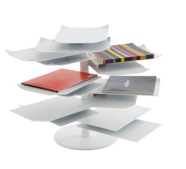 lesekarussell paper table von ligne roset bild 36 sch ner wohnen. Black Bedroom Furniture Sets. Home Design Ideas