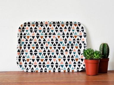 handgemacht tablett triangles von oelwein accessoire trend grafische muster 2 sch ner wohnen. Black Bedroom Furniture Sets. Home Design Ideas