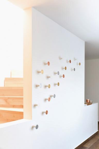 wanddeko regale garderoben eleganter punkte reigen wandhaken 0390 von sch nbuch bild 8. Black Bedroom Furniture Sets. Home Design Ideas