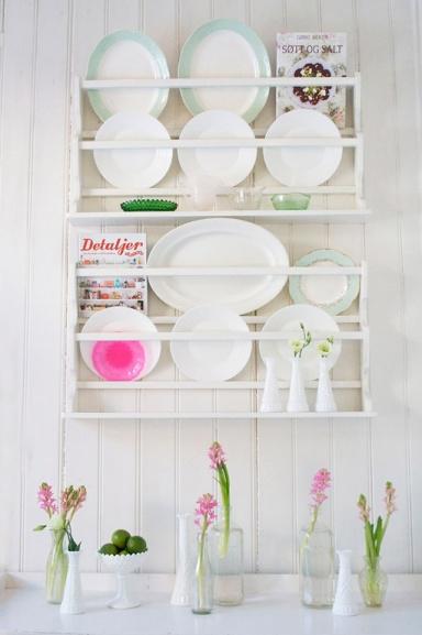 neuerscheinung tellerregal mit dekorativen details bild. Black Bedroom Furniture Sets. Home Design Ideas