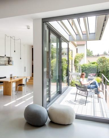 haus des jahres sonnenplatz auf der terrasse bild 3. Black Bedroom Furniture Sets. Home Design Ideas