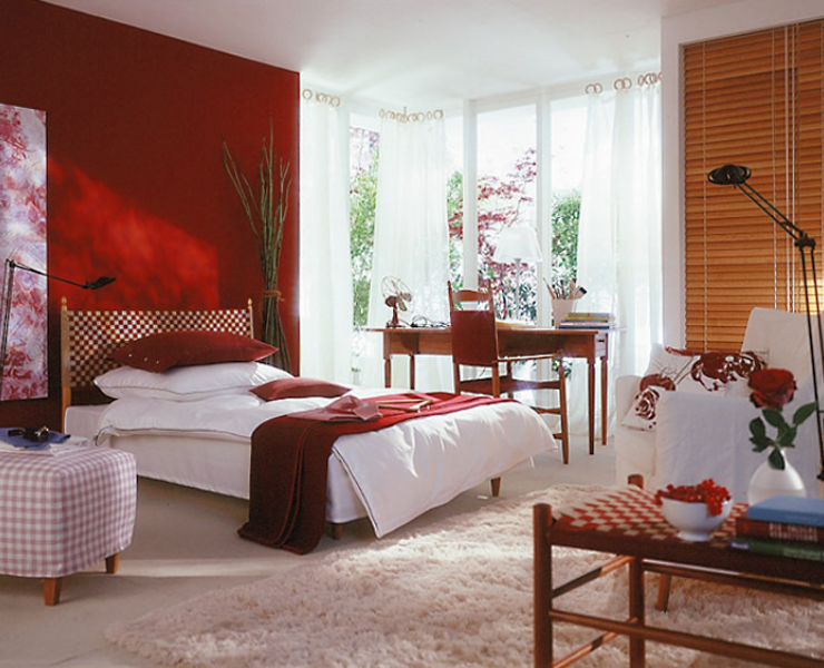 Schlafen in tiefem Rot  Schlafzimmer  [SCHÖNER WOHNEN]