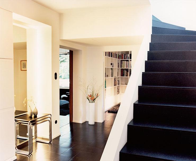kubistisches flachdachhaus im mies van der rohe stil. Black Bedroom Furniture Sets. Home Design Ideas