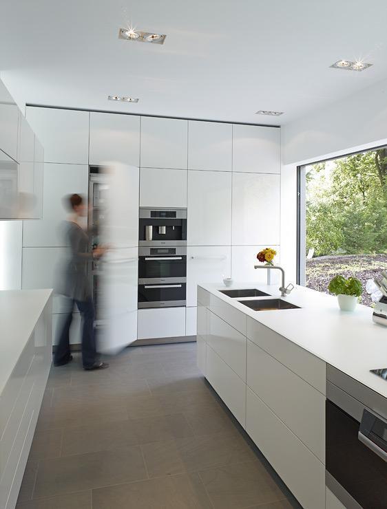 puristische villa in hanglage villen sch ner wohnen. Black Bedroom Furniture Sets. Home Design Ideas