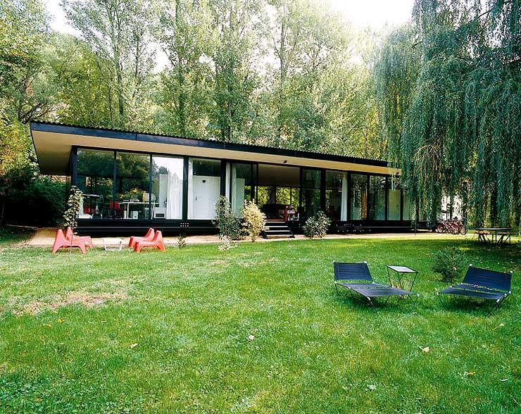 rundumverglastes flachdachhaus sch ner wohnen. Black Bedroom Furniture Sets. Home Design Ideas