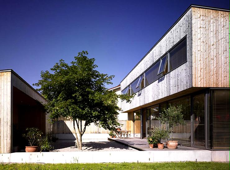 zweigeschossiges flachdachhaus mit hof sch ner wohnen. Black Bedroom Furniture Sets. Home Design Ideas
