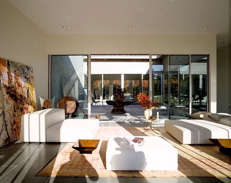 Moderne flachdachvilla auf long island hofh user for Atriumhaus bauen