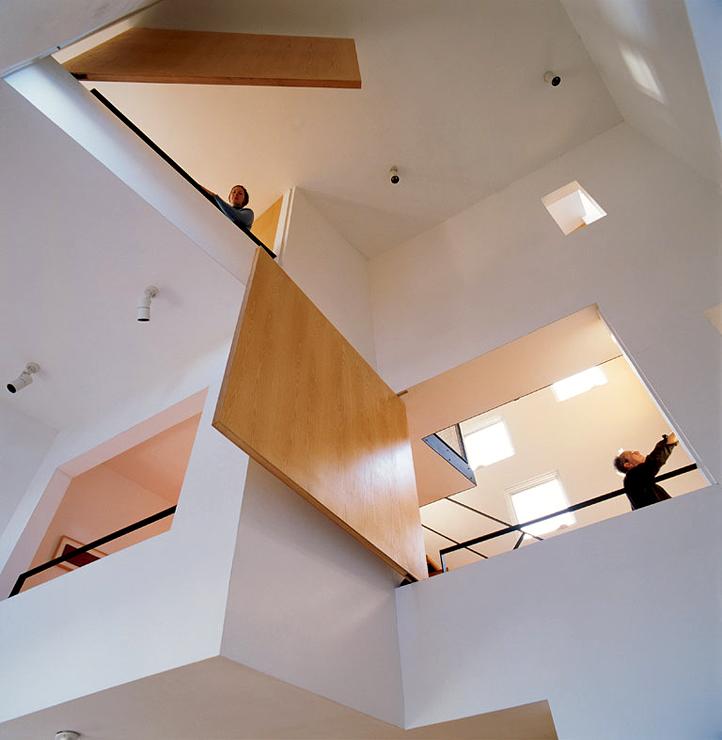 wohnturm mit ungew hnlicher fassade kleine h user. Black Bedroom Furniture Sets. Home Design Ideas