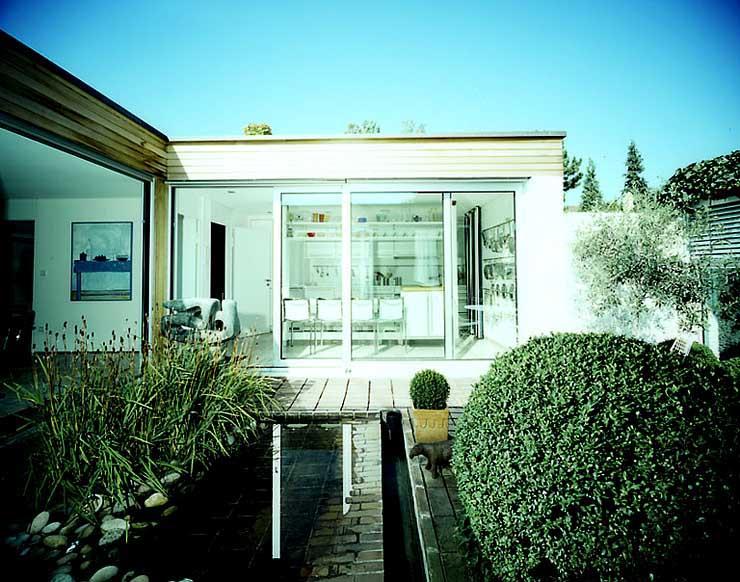 flachdachbungalow mit atrium sch ner wohnen. Black Bedroom Furniture Sets. Home Design Ideas