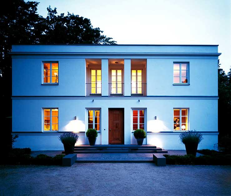 symmetrische flachdachvilla sch ner wohnen. Black Bedroom Furniture Sets. Home Design Ideas