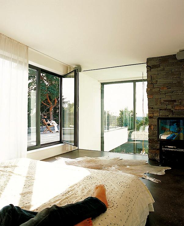 kubische villa am hang villen sch ner wohnen. Black Bedroom Furniture Sets. Home Design Ideas